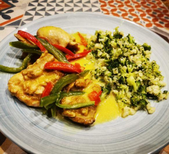 Pollo al curry de coco con arroz vegetal KETO - LOW CARB