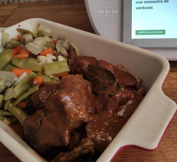 Carrillada al tomillo con Menestra de verduras