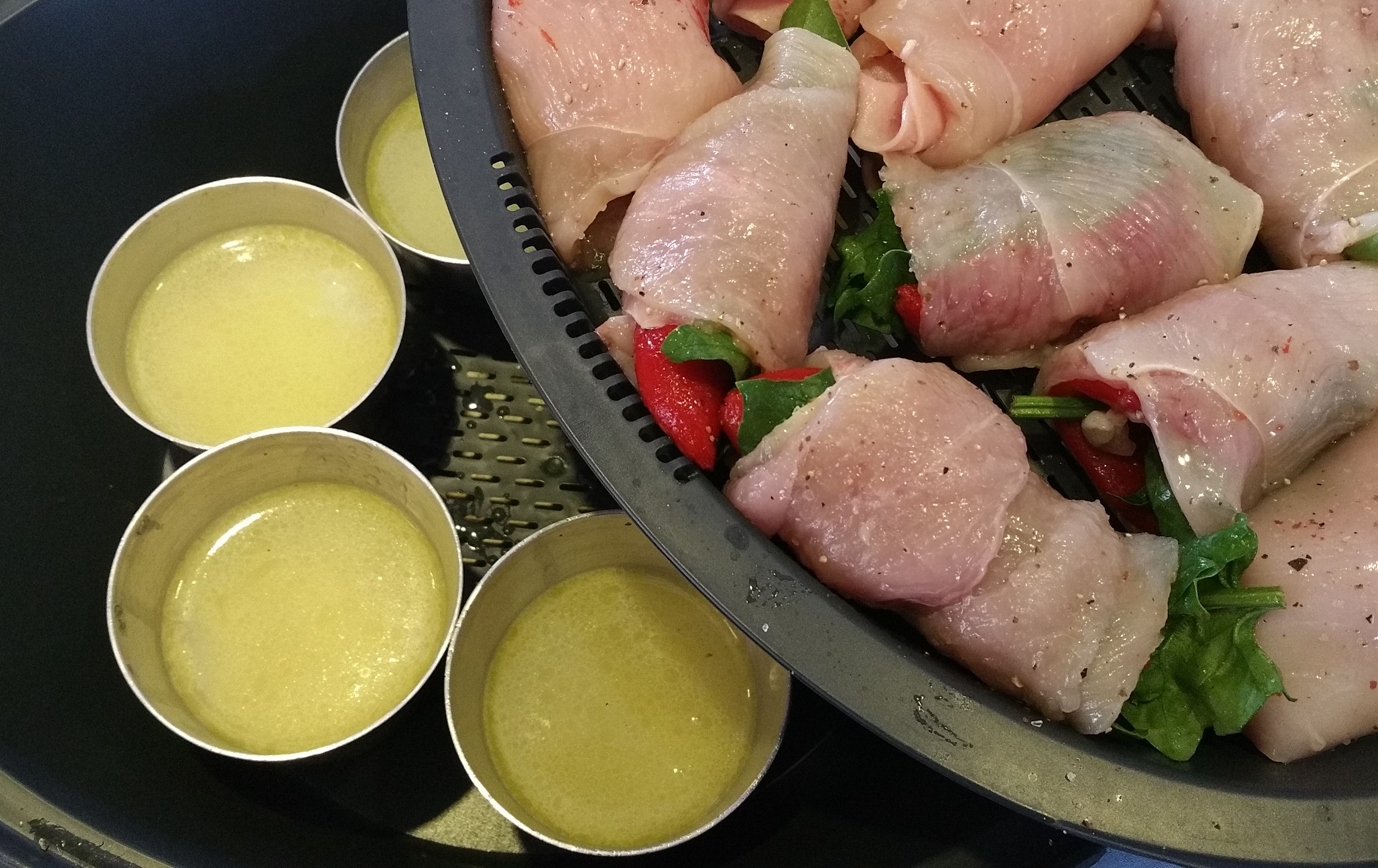 Pechugas rellenas y arroz blanco con salsa de manzana, con Thermomix®