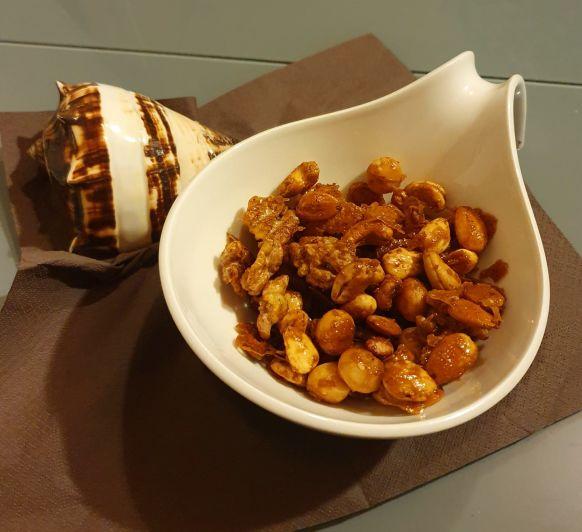 frutos secos con cúrcuma y miel
