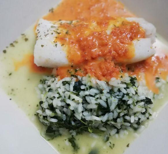 Risotto verde con bacalao con salsa de sobrasada y miel