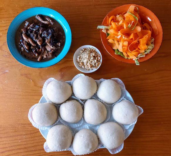 Bao buns de coco con pollo hoisin